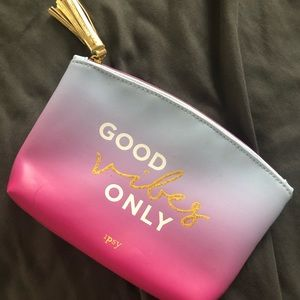 Cute make up bag!